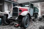 Le Citroën C4 1931 dans la cour